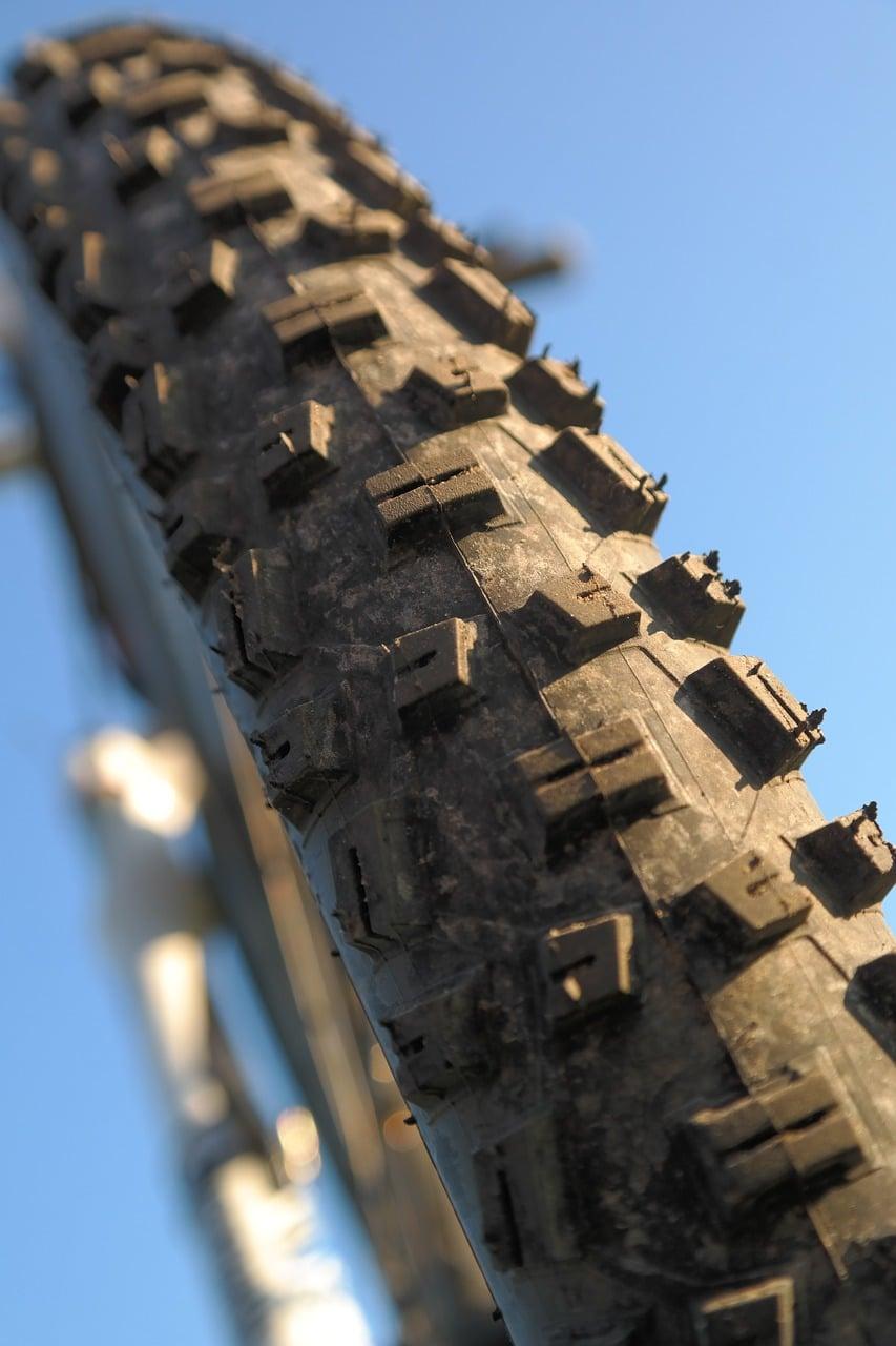 best electric mountain bike - tire size
